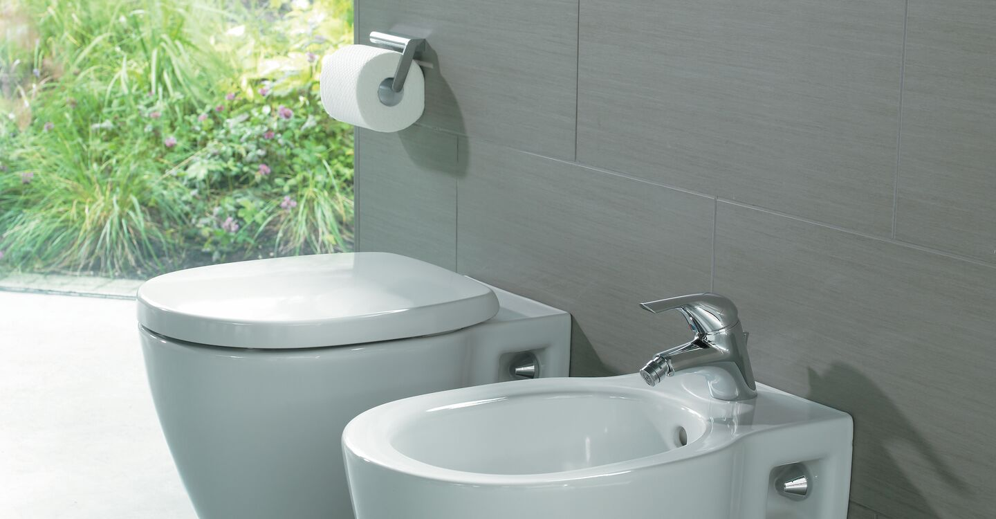 Bidet wall mounted 1 taphole