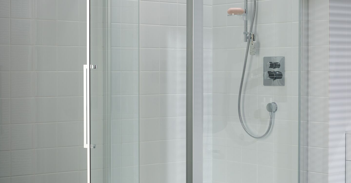 Thermostatic shower mixer with set temp (mains)